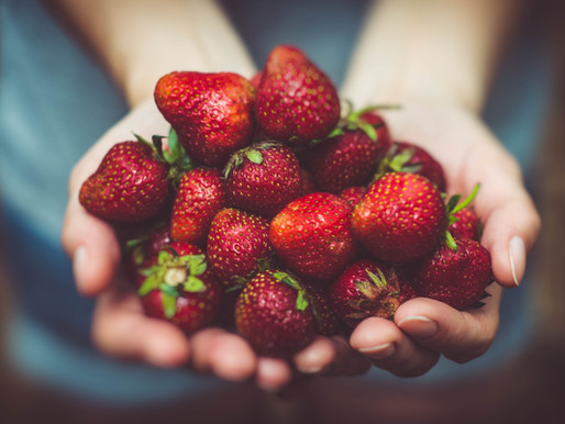 """The """"Dirty Dozen"""" Fruits and Veggies You Should Always Try to Buy Organic."""