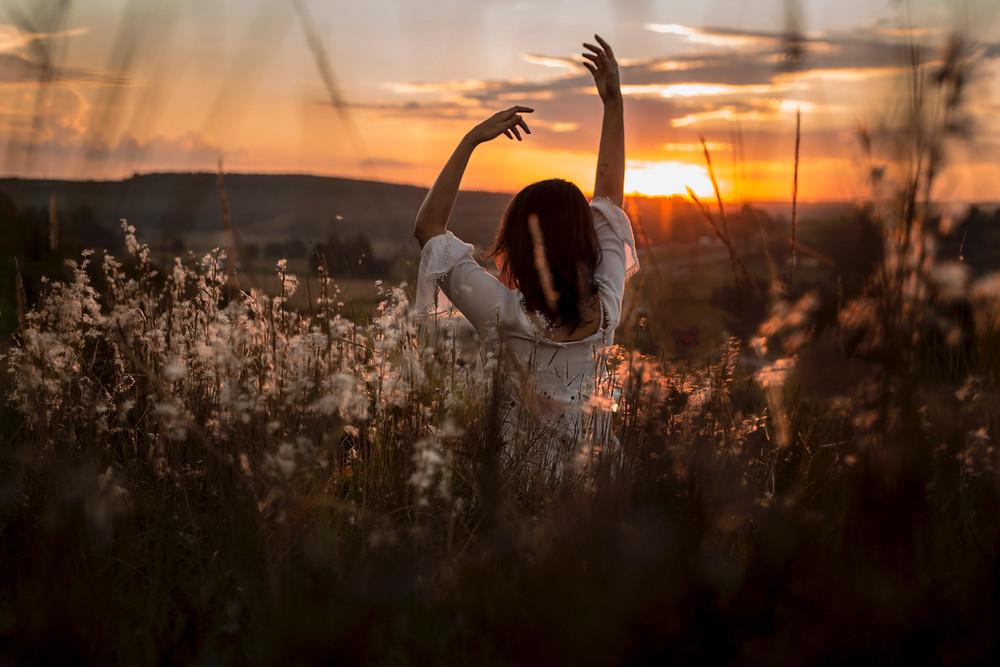 Les neurosciences le confirment : ni magie ni don, l'intuition est une forme d'intelligence présente en chacun de nous. Elle se cultive, se travaille et s'aiguise au quotidien. Explications et exercices pour suivre en toute confiance notre « boussole » intérieure.
