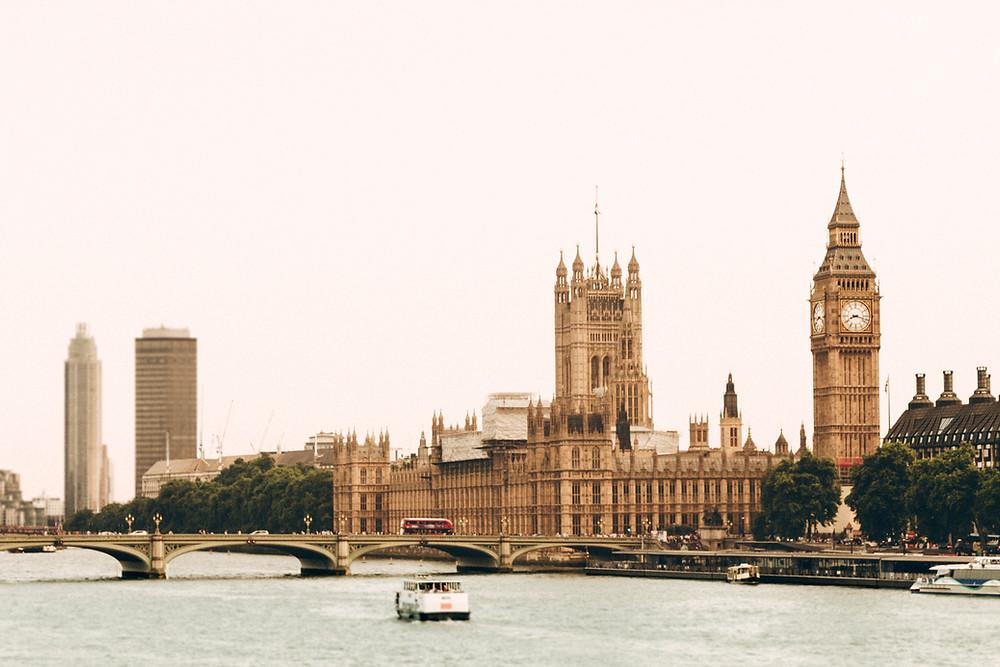 UK National Process Servers 0208 408 4004