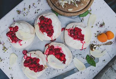 Bosvruchten & yoghurt pavlova - Donna Hay