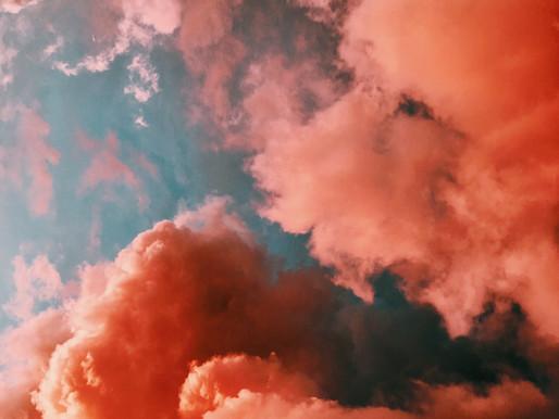 Derrière les nuages