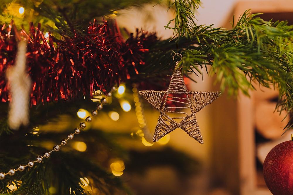 C'est bientôt les vacances de fin d'année, synonymes de fêtes de noël et du nouvel an, et l'occasion de passer de beaux et chaleureux moments en famille, entre amis ou en couple !