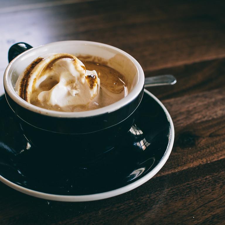 """""""Een kopje koffie en een goed gesprek op zondag."""""""