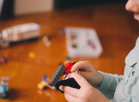 Existe excesso de estímulo físico para bebês e crianças?