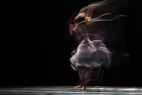 Danse_Mouvement_Danse mouvement thérapie_Dance_Movement_Danza_Movimiento_Danza creativa_Creative dance_Danse créative_Danse libre_Expression non-verbale_Integration corps-esprit_Potentiel créatif_conscience corporelle_habiter son corps_image de soi_danse des émotions_dance emotion_