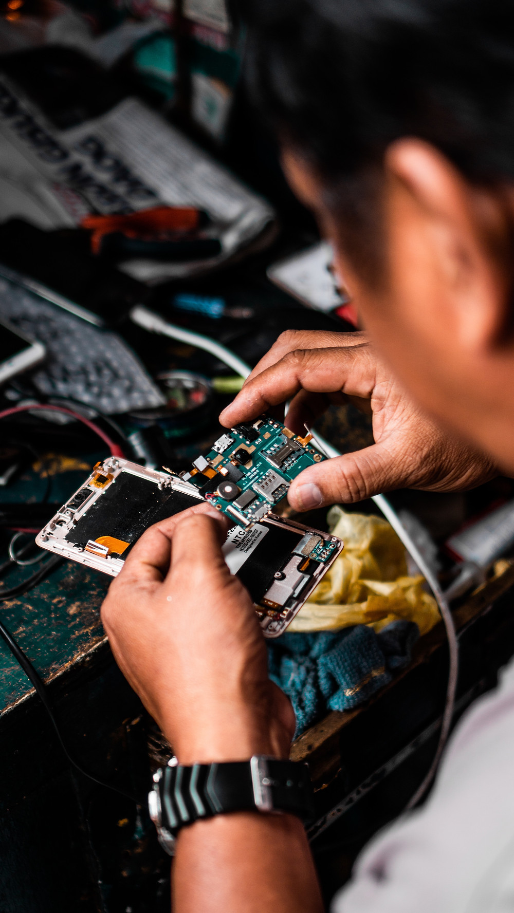 טכנאי, על שולחן התיקונים, מתקן מחשב נייד