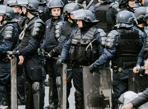 """Berner Polizei schützt Corona-Kundgebung """"Zrügg zur Schwiiz!"""" vor Antifa-Übergriffen"""