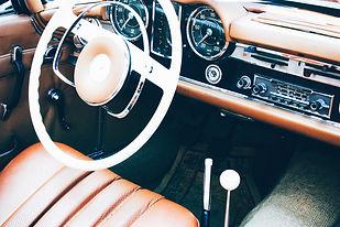 Cabrio und Handschuhe by Markus Spiske