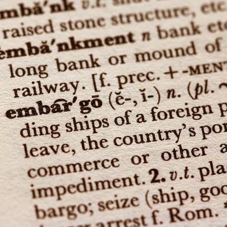 Słownik importera. Co oznaczają skróty ADR, DGR, FCL, MOQ, CBM, BAF, ETD, ETA, MSDS, THC, TT i inne?