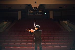 Soloist violinist