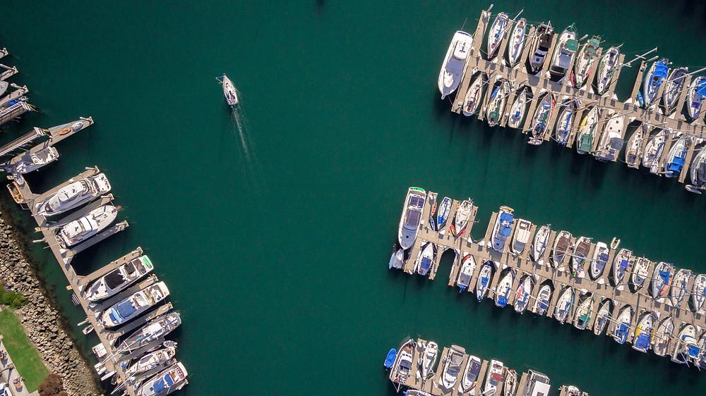 Ein- und Auswässern des Motorboots