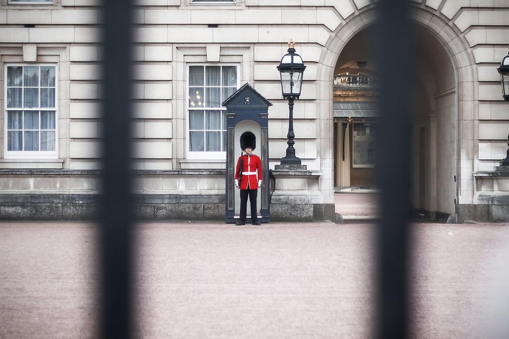 Gaurd outside Buckingham palace