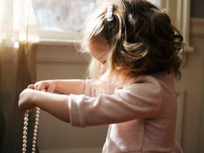Una guida per insegnare ai bambini a vestirsi da soli