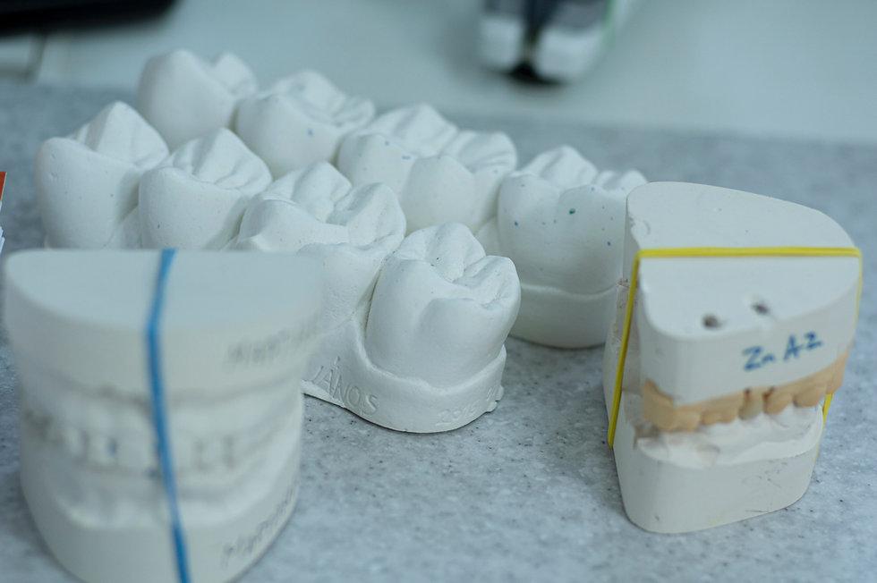 Neco na zub