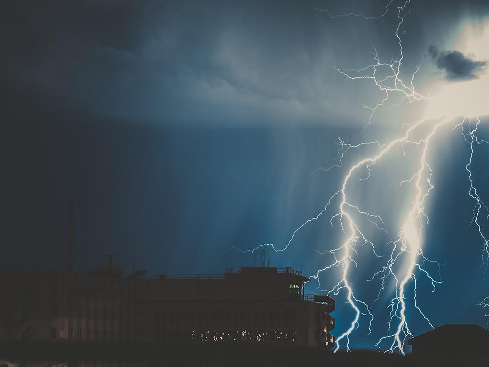 Lightning strike Australia reason for tesla power grid in Australia
