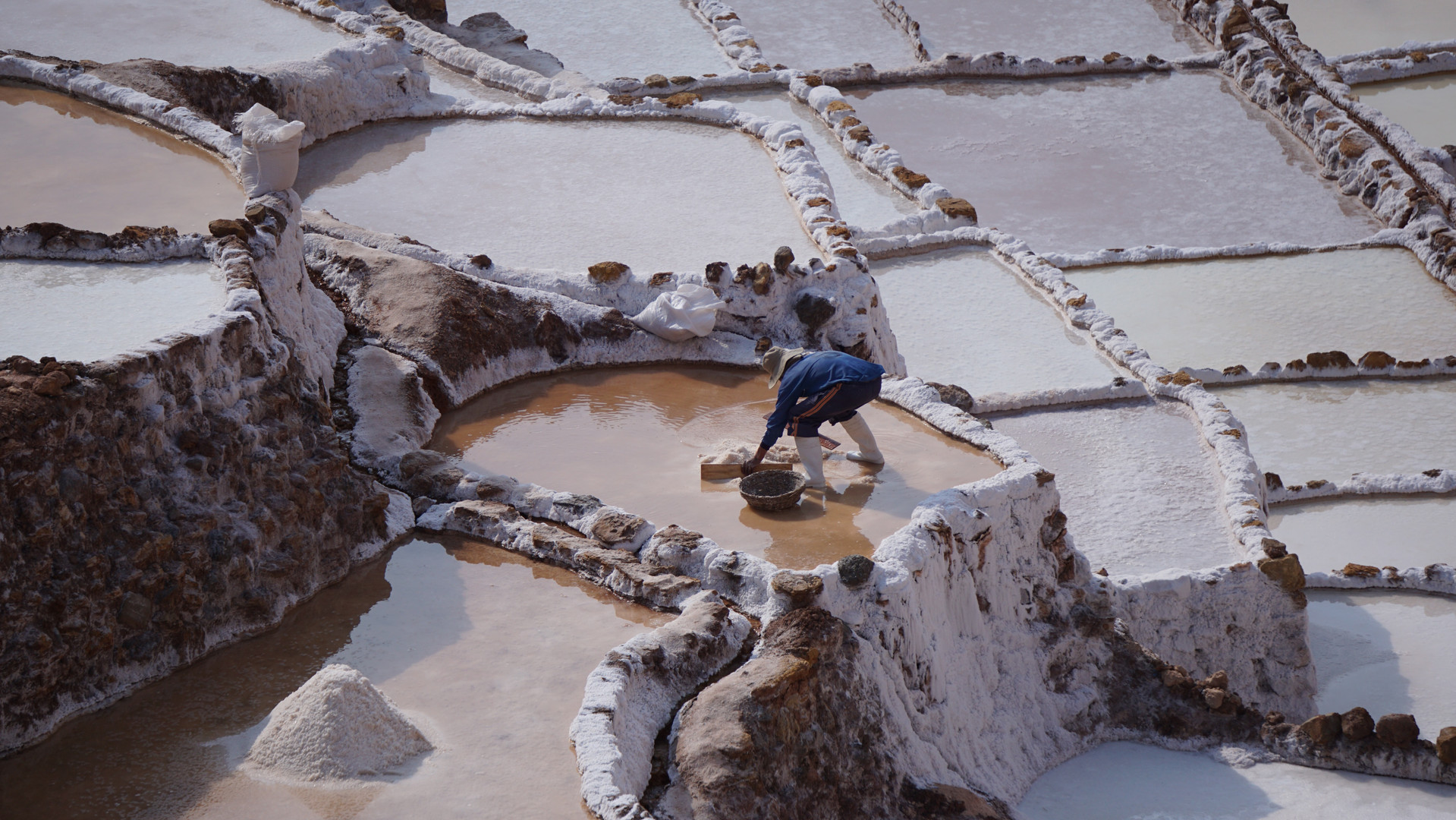Salt collection from the Maras salt pools