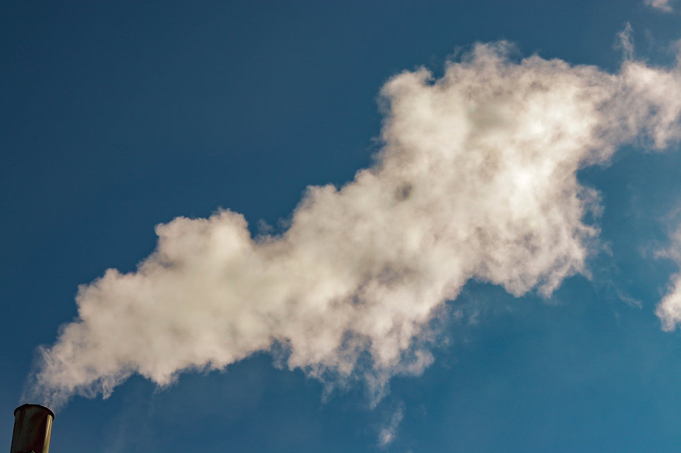 imagem de uma chaminé soltando fumaça, representando um fumante