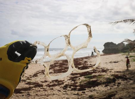 Ученые обнаружили, что в Атлантическом океане плавает от 12 до 21 миллиона тонн пластика
