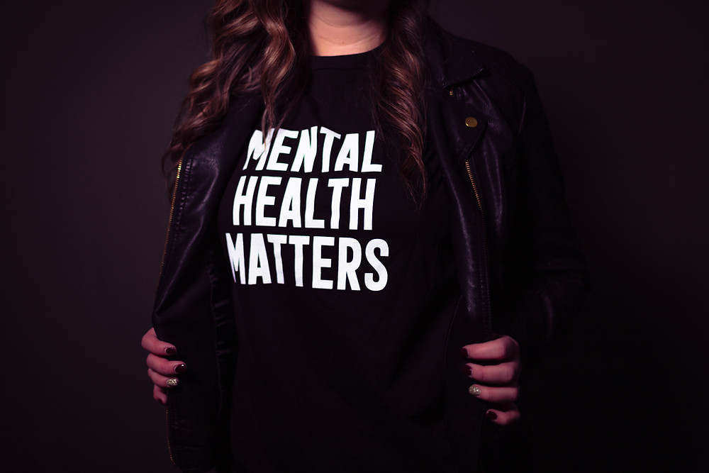 Someone wearing a shirt that says Mental Health Matters
