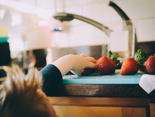 כיצד לחנך ילדים להרגלי אכילה בריאים כבר מלידה?