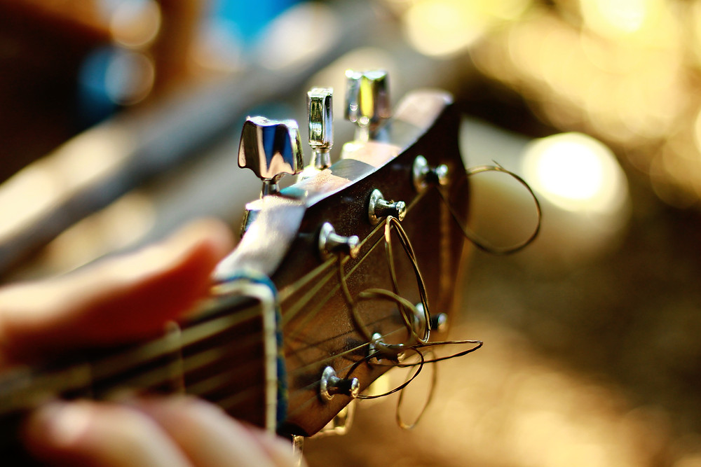Close up of a guitar head and tuning keys