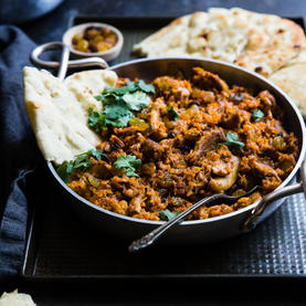 Curry with lamb and naan