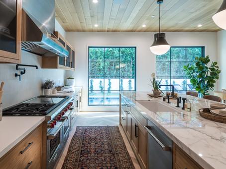 Dapur Kian Mewah dengan Hadirnya Kitchen Island dari Batu Alam
