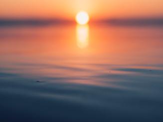 de zon legt zich ...