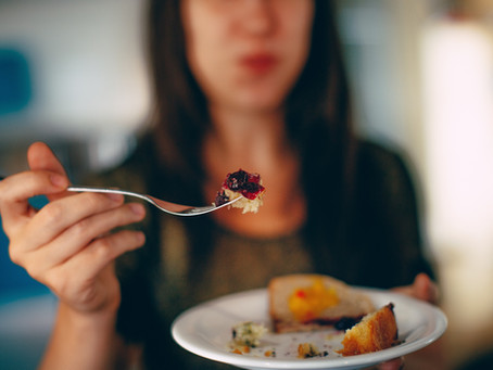5 Tips to Avoid Overeating this Holiday Season from a Holistic Nutritionist & Body Image Coach