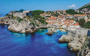 Gorgeous blue water of the mediterannean sea and the red rooftops of a lovely seaside town in Croatia. Plan my trip to Croatia