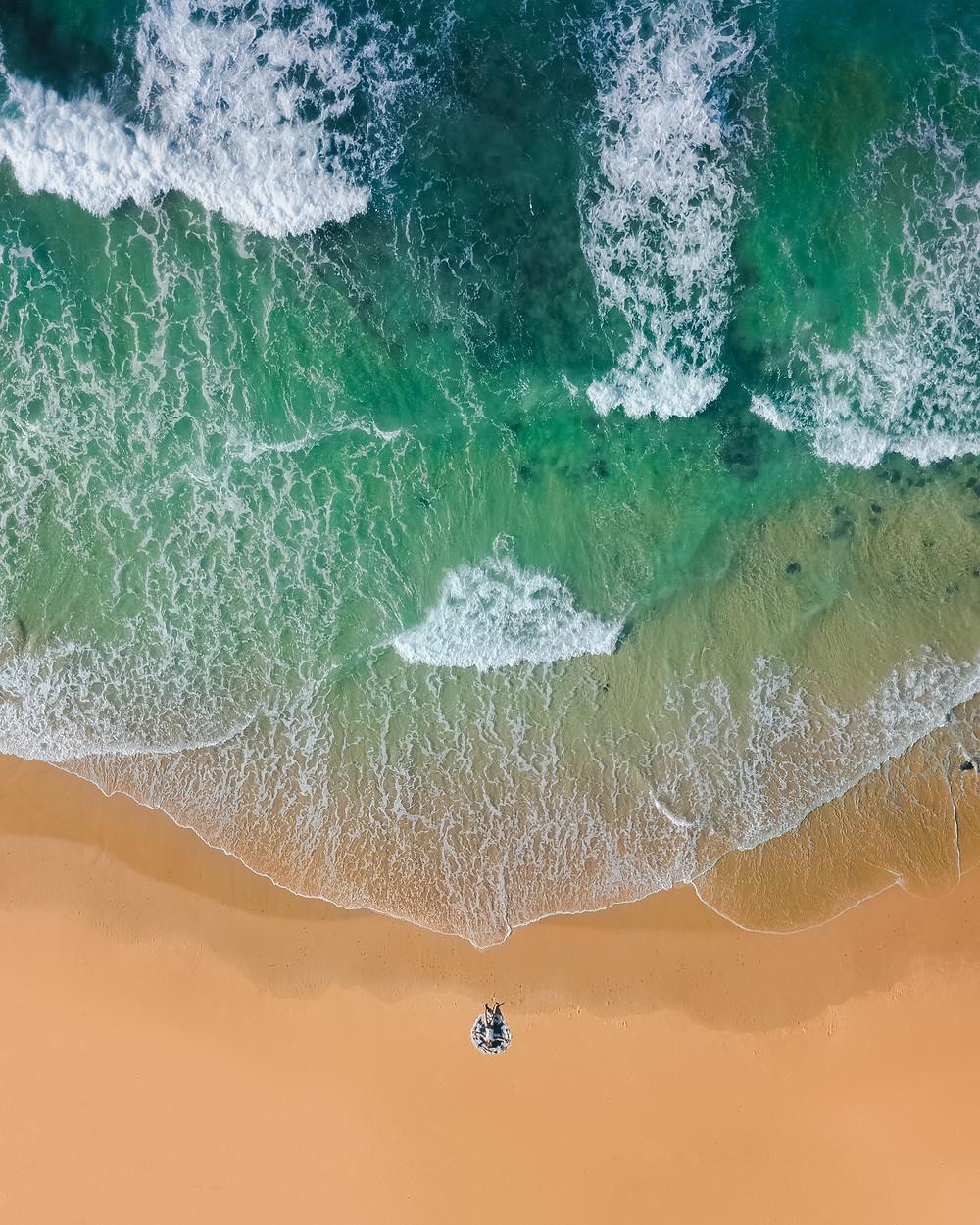 Wellen, Strand, grünes Wasser