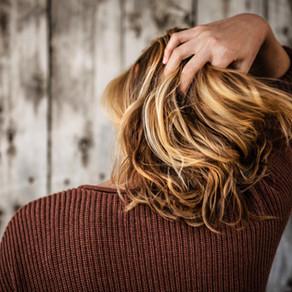 הסטרס עושה את שלו: איך מטפלים בנשירת שיער?