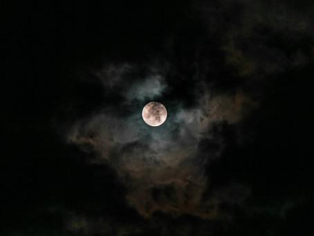 Ein dunkler Mond mit der Sonne im Skorpion