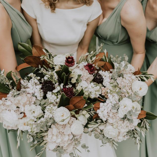 Bouquets de fleurs mariées et demoiselles d'honneur