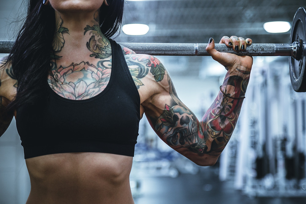 How to be Resilient Woman weightlifter with tattoos
