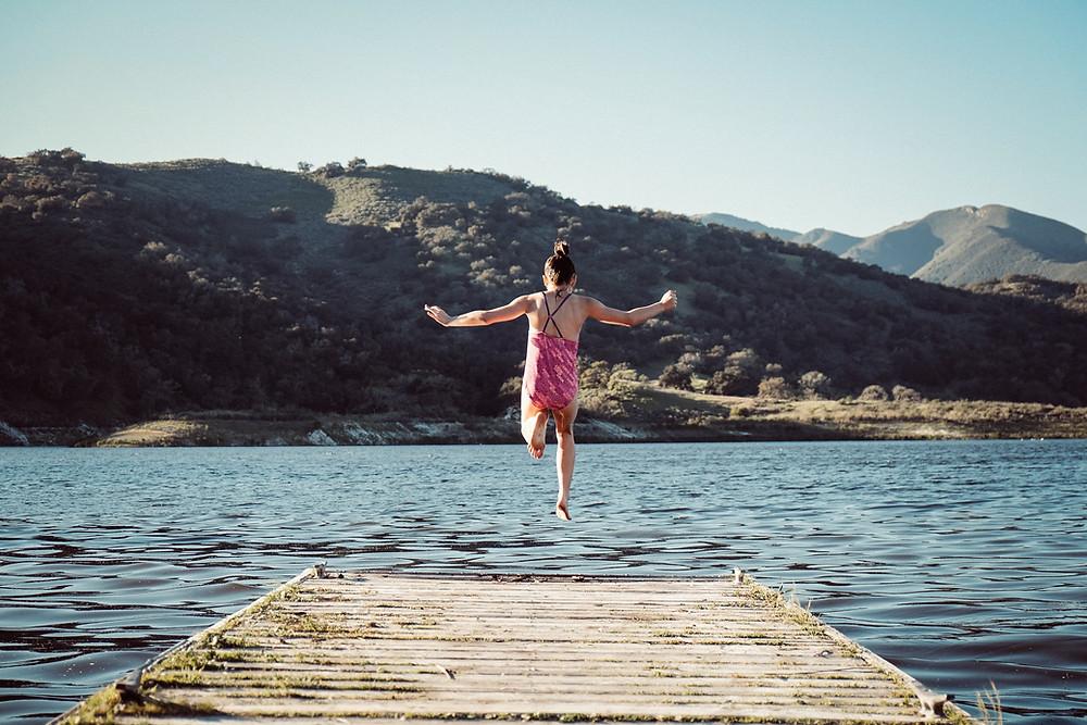 איך עוזרים לילדים שלנו להפוך למבוגרים שמוכנים לקפוץ למים? הכל מתחיל בבית