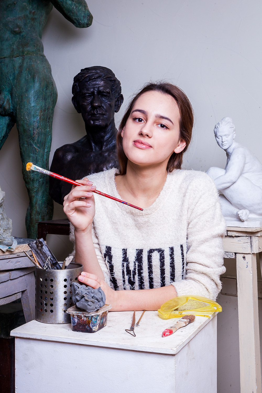 an artist with grey shirt