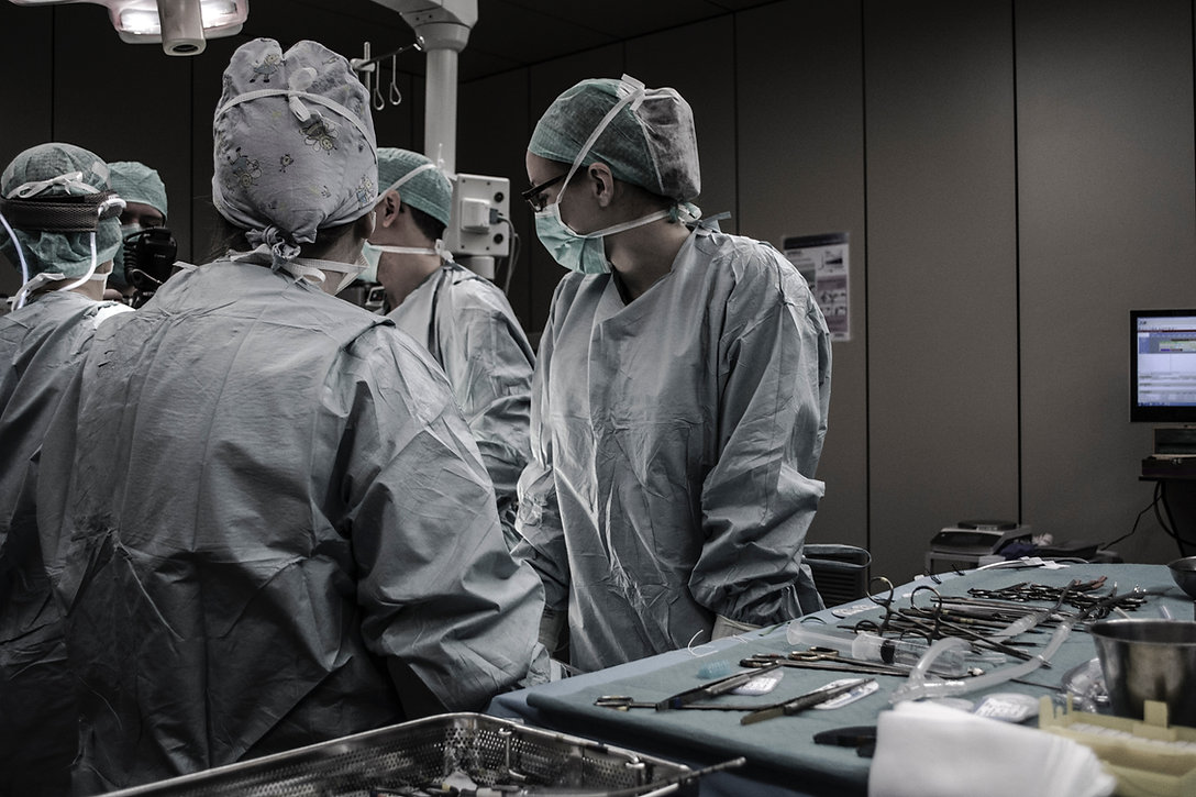 Picture of doctors and nurses in operating room