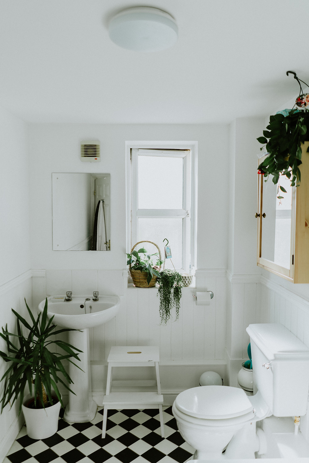 A bathroom with white sink and toilet