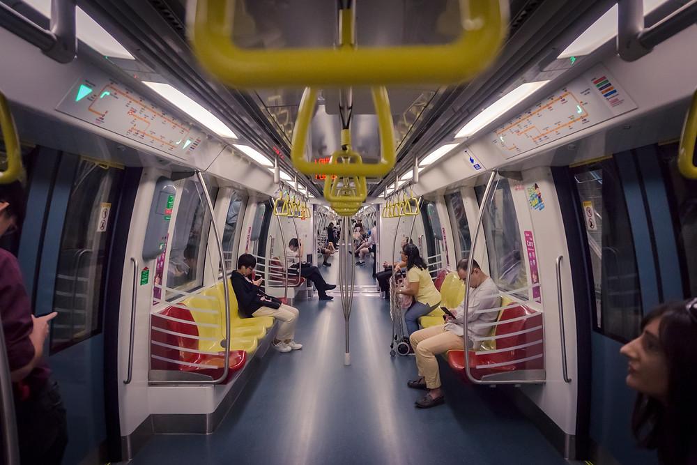 เดินทางด้วยรถไฟฟ้า MRT