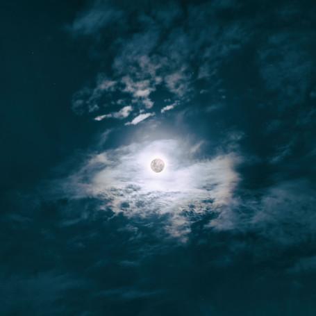 Las 8 fases lunares: un recorrido simbólico de nuestros procesos