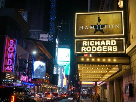 Algunos teatros de Broadway reabrirán a partir de abril.