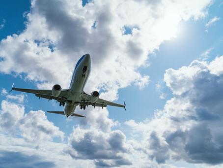 O perigo que balões e sinais luminosos podem ocasionar às aeronaves em voo