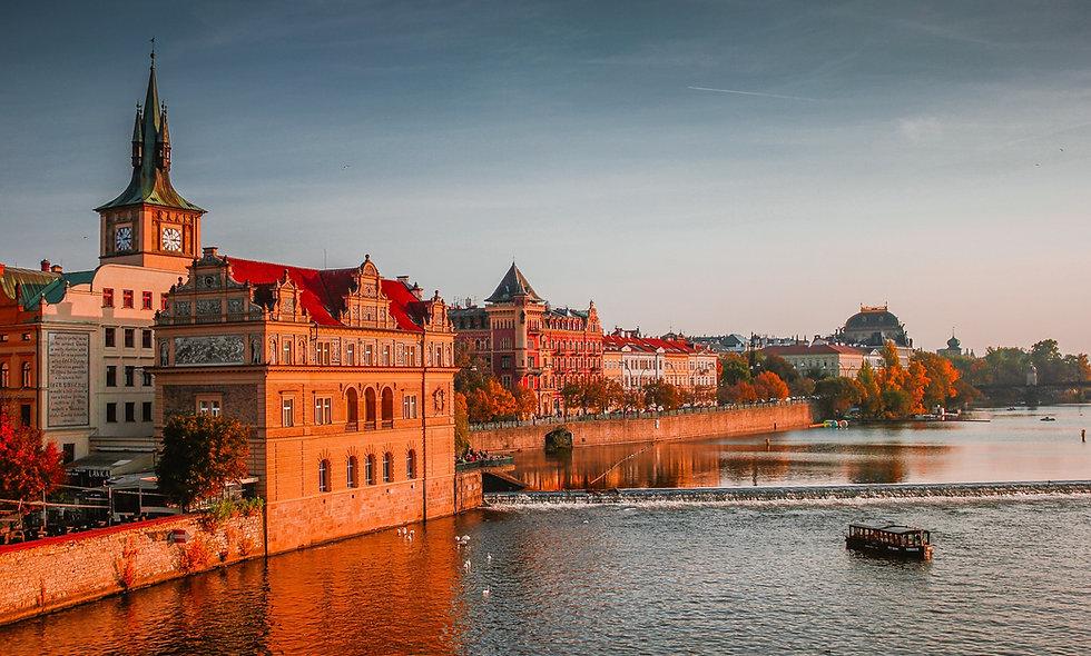 PRAGA, AMSTERDAM Y PARIS