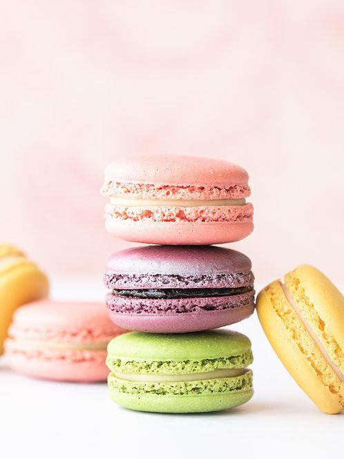 12 French Macarons