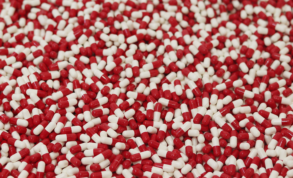 red and white capsules opioid drugs