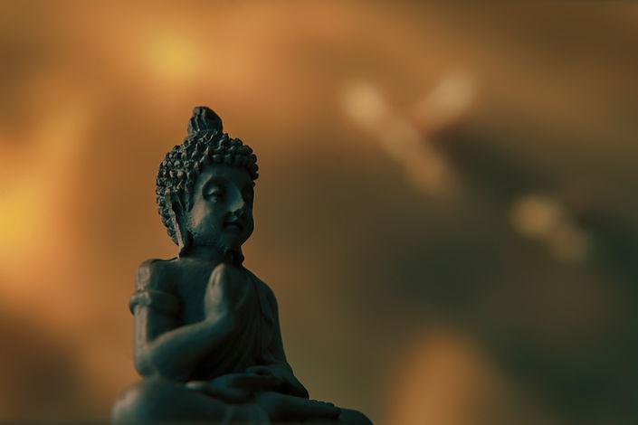 foto de uma estátua budista