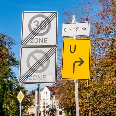 Het advies: 15 kilometer per uur rijden in straten zonder stoep