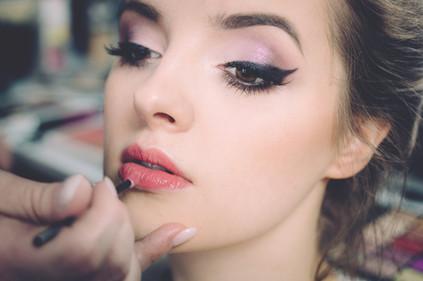 Top 5 Online Makeup Schools