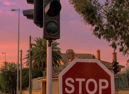 القوانين المرورية